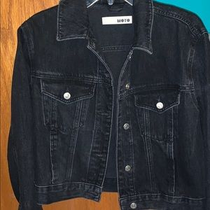 The cutest black cropped denim jacket!!